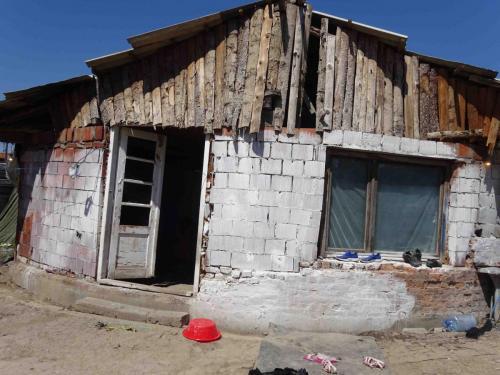 """""""Wohnhaus"""" für eine achtköpfige Familie in Fushe Kosovo"""